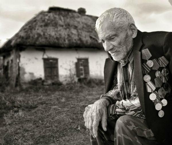 بالصور صور الرجال معبرة عن الحزن , بوستات عن الوحدة والحزن 235 6