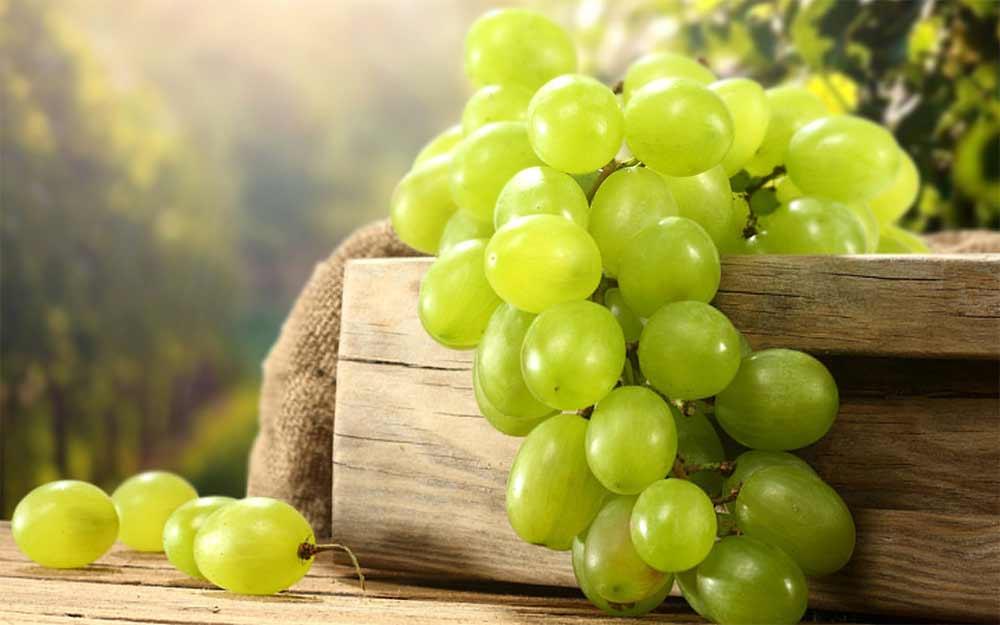 صور تفسير اكل العنب الاخضر في المنام , تناول العنب فى الرؤيا