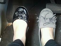 صورة تفسير حلم حذائين مختلفين , رؤيا اختلاف الكوتشى فى المنام