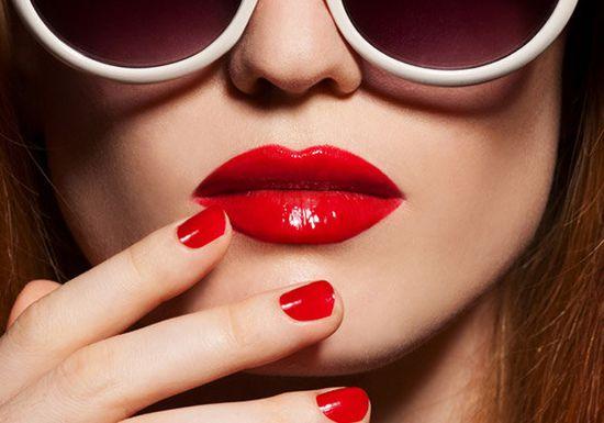 صوره احمر الشفاه في المنام , تفسير حلم وضع الحمرة علي الفم