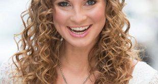 صوره اجمل تسريحات الشعر كيرلي , تالقى بمظهر شعرك الكيرلى الجديد