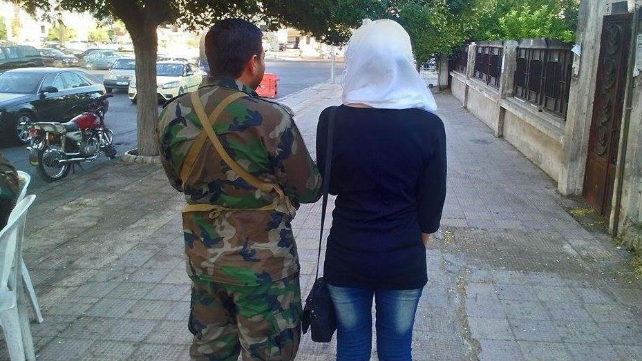 بالصور صور عسكري مع حبيبته , جندي مع خطيبته 1001 4