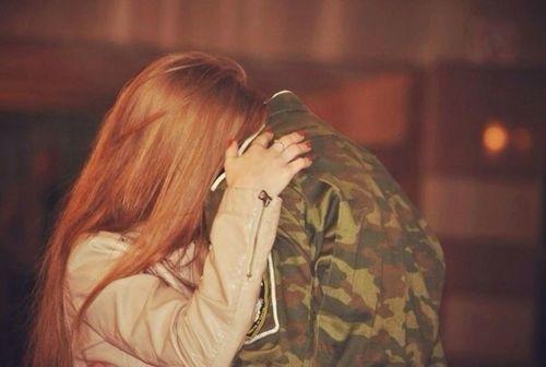 بالصور صور عسكري مع حبيبته , جندي مع خطيبته 1001 6