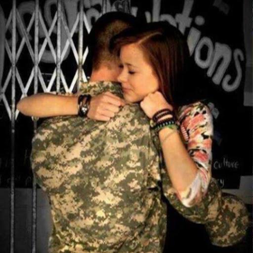 صوره صور عسكري مع حبيبته , جندي مع خطيبته