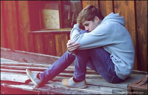 صورة صور شباب حزينه , احساس الوحدة يؤلم صاحبه