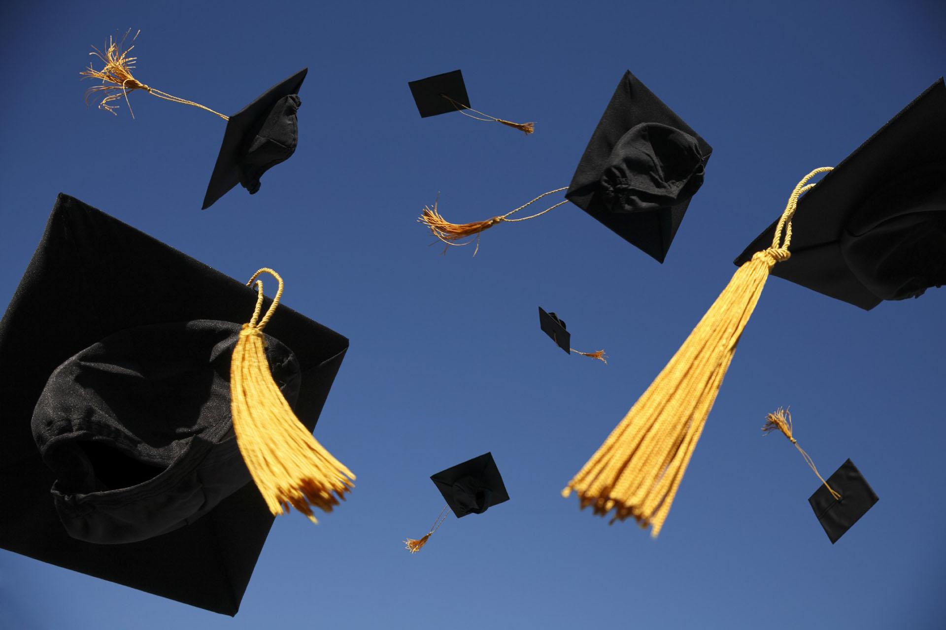 بالصور صور عن التخرج , يا فرحة الناجح بشهاداتة العالية 2756