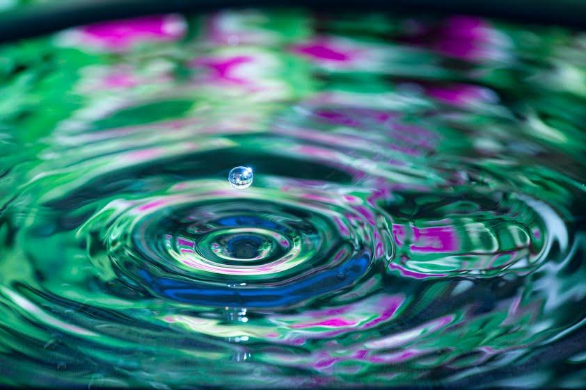 بالصور صور قطرات ماء , تتساقط قطرات الماء على اوراق الشجر unnamed file 22