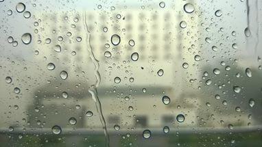 بالصور صور قطرات ماء , تتساقط قطرات الماء على اوراق الشجر unnamed file 24