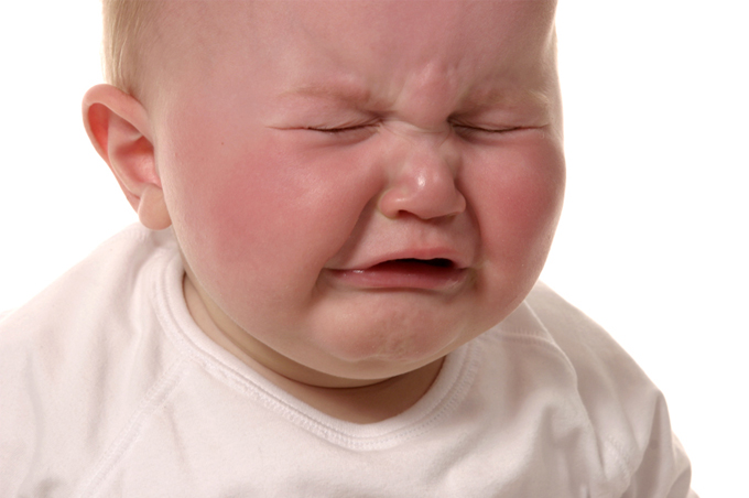 صورة صور طفل يبكي , عياط العيال بيقطع القلب