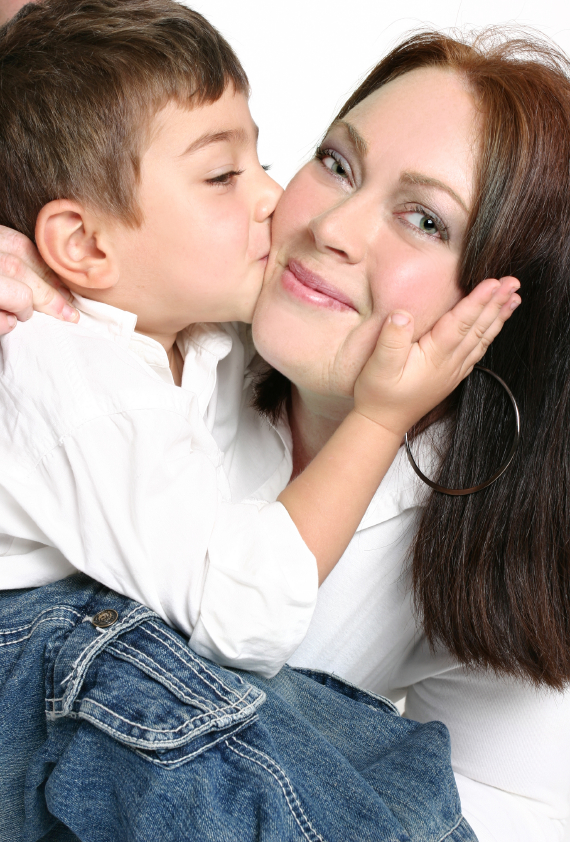 بالصور صور ام وابنها , الامومة و الحب و الحنان المطلق 2269 2
