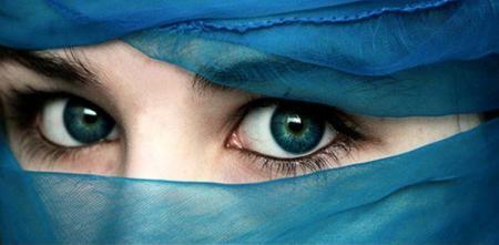 صوره صور عيون زرقاء , صفاء البحر فى عيونك الحلوة