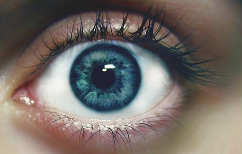 بالصور صور عيون زرقاء , صفاء البحر فى عيونك الحلوة 2633 4
