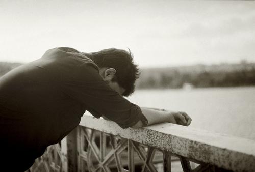 بالصور صور رجل حزين , اشكال تصعب عليك من قسوتها 2646 2