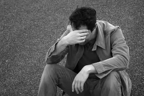 بالصور صور رجل حزين , اشكال تصعب عليك من قسوتها 2646 8