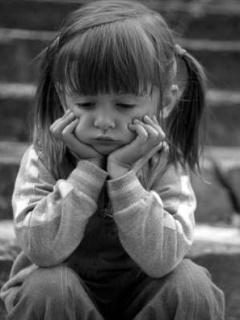بالصور صور اطفال حزينه , ليه الحزن يرسم بريشتة على الوش الصغير 2685 1