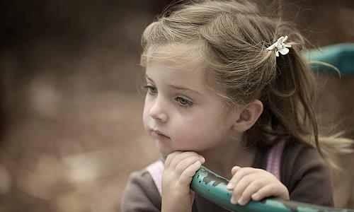 بالصور صور اطفال حزينه , ليه الحزن يرسم بريشتة على الوش الصغير 2685 2