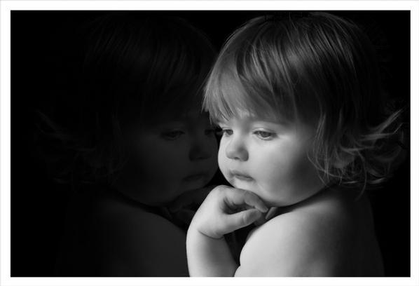 بالصور صور اطفال حزينه , ليه الحزن يرسم بريشتة على الوش الصغير 2685 3