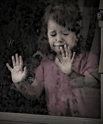 بالصور صور اطفال حزينه , ليه الحزن يرسم بريشتة على الوش الصغير 2685 4