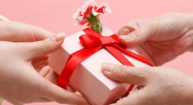 صوره صور هدايا عيد ميلاد , كروت تهاني كلها فرح وبهجة
