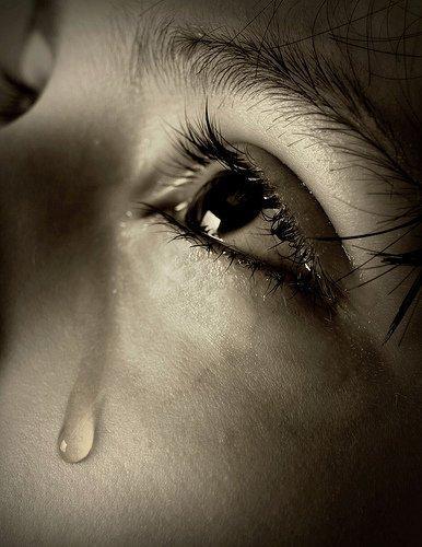 بالصور صور دموع حزينه , اة من النواح و الاهات انكسر معهم قلبي 2012 3