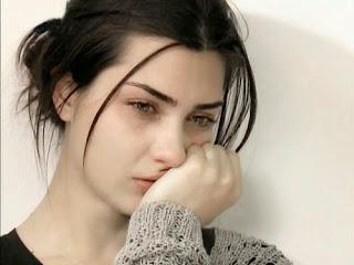 بالصور صور بنت حزينه , امسحي دموعك و قولي يارب 2369 5