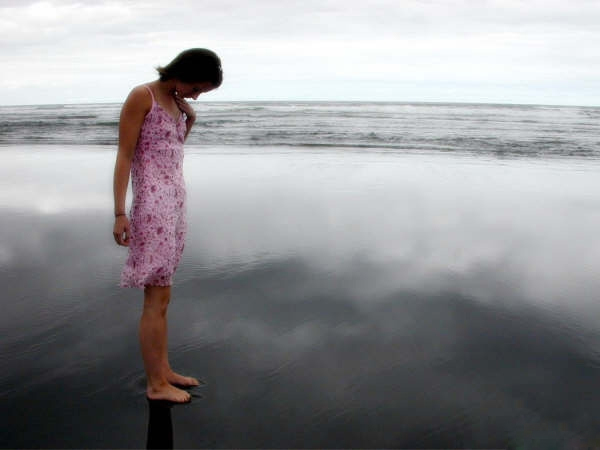 صوره صور بنات على البحر , لعشاق الهدوء فتيات في حضن الطبيعية