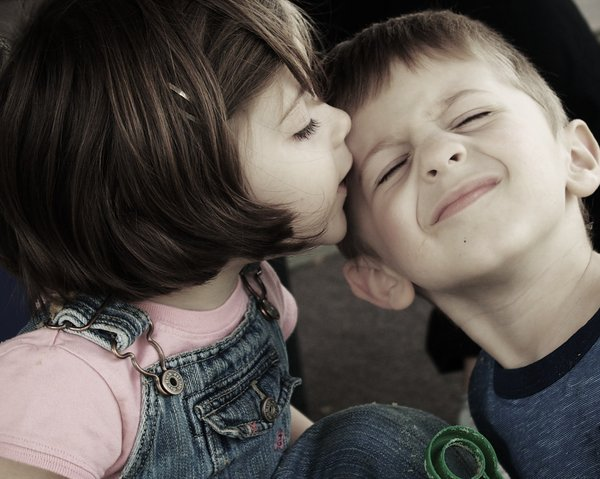 صور صور بوس شفايف , قبلة الحبيب مليانة احساس