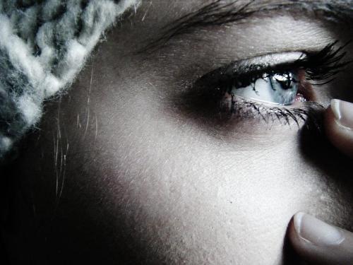 صوره صور عيون حزينه , مهما الزعل ملئ العين تبقي برضة جميلة