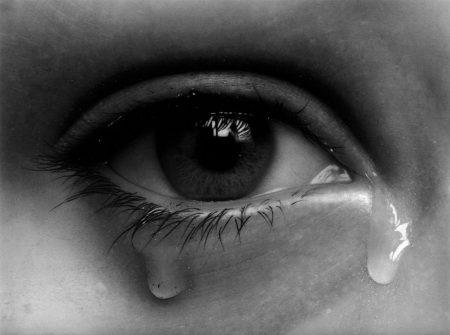 بالصور صور عيون حزينه , مهما الزعل ملئ العين تبقي برضة جميلة 2337 3