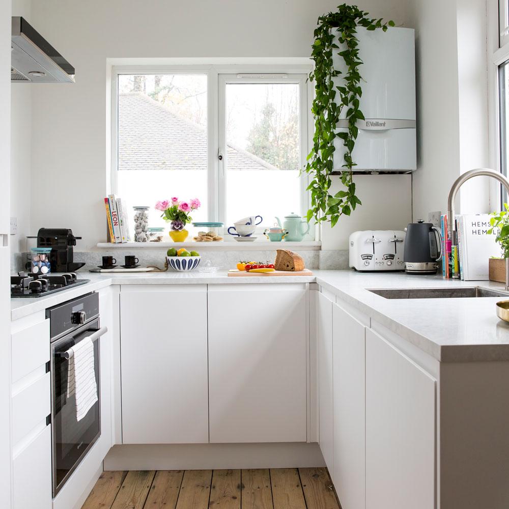 صورة ديكور مطبخ صغير المساحة , مطابخ مودرن لاعلى تشطيب ومساحات صغيرة
