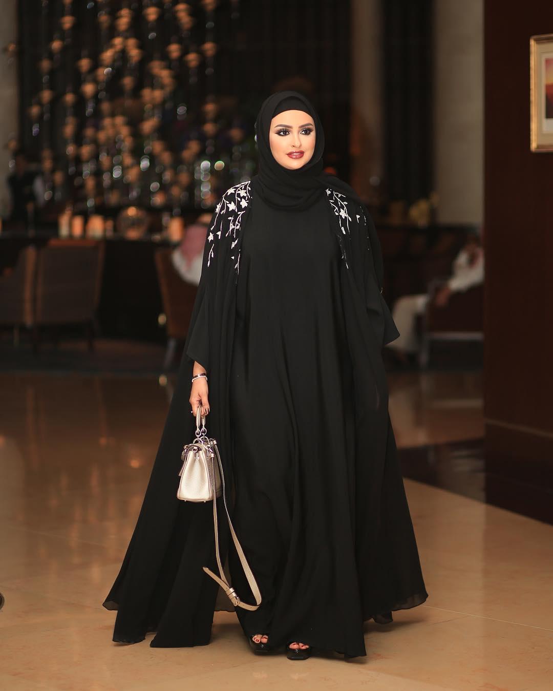 صورة احدث موديلات العبايات الخليجية 2020 , اجمل تشكيلة عبايات ليكي